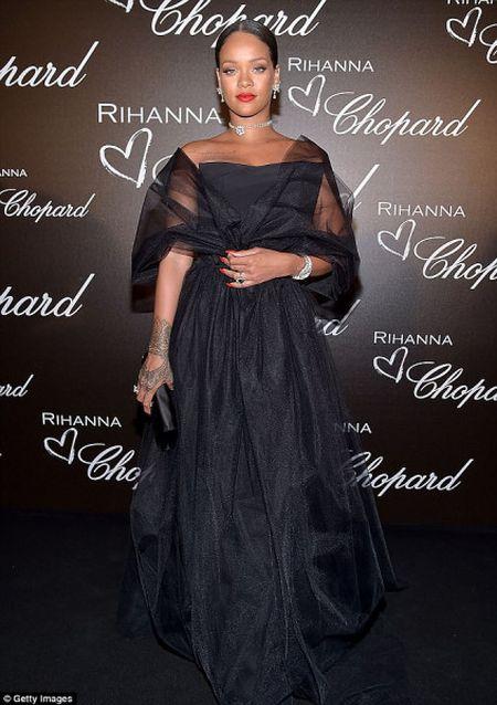 Rihanna ra mat dong trang suc rieng trong ve dep co dien tai Cannes - Anh 1