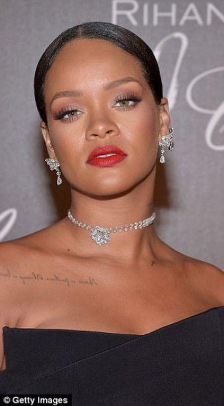 Rihanna ra mat dong trang suc rieng trong ve dep co dien tai Cannes - Anh 3