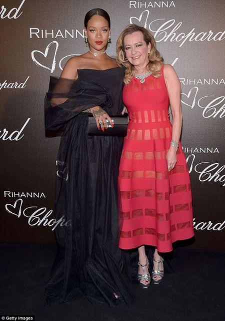 Rihanna ra mat dong trang suc rieng trong ve dep co dien tai Cannes - Anh 4