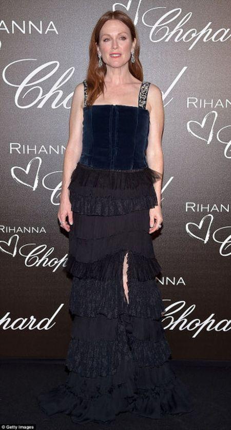 Rihanna ra mat dong trang suc rieng trong ve dep co dien tai Cannes - Anh 5