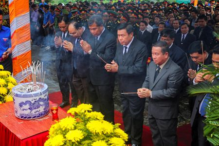 Xuc dong tai le an tang 12 hai cot liet si hy sinh tai Lao ve dat me - Anh 2