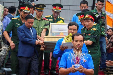 Xuc dong tai le an tang 12 hai cot liet si hy sinh tai Lao ve dat me - Anh 4