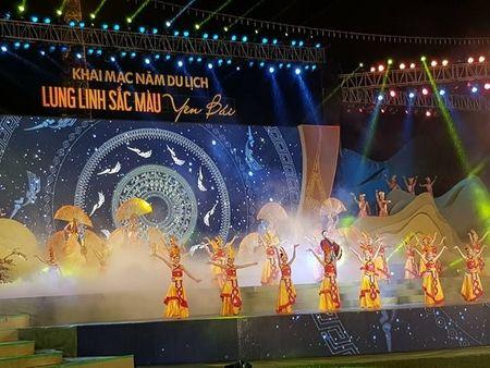 Hang nghin nguoi doi mua du le hoi 'Lung linh sac mau Yen Bai' - Anh 3