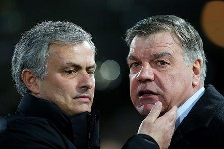 Mourinho dang phan boi lai lich su Man United? - Anh 3