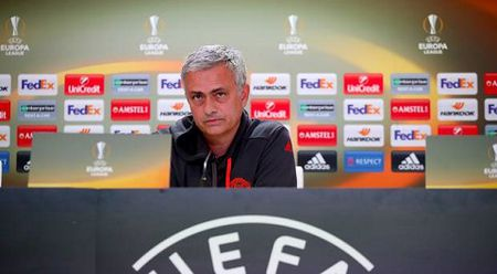 Mourinho dang phan boi lai lich su Man United? - Anh 8
