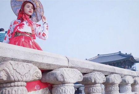 Chuyen showbiz: Minh Hang chia se hinh anh hoa... ky nu - Anh 1