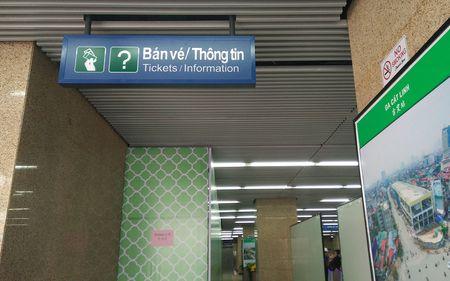 Nguoi HN ngam tau duong sat tren cao Cat Linh - Ha Dong - Anh 10
