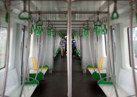 Nguoi HN ngam tau duong sat tren cao Cat Linh - Ha Dong - Anh 20