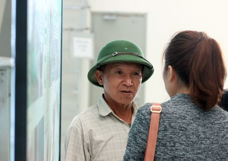 Nguoi HN ngam tau duong sat tren cao Cat Linh - Ha Dong - Anh 23