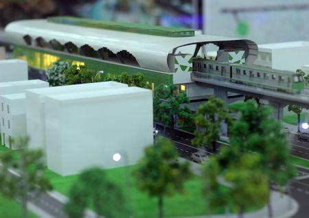 Nguoi HN ngam tau duong sat tren cao Cat Linh - Ha Dong - Anh 25