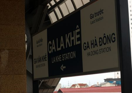 Nguoi HN ngam tau duong sat tren cao Cat Linh - Ha Dong - Anh 9