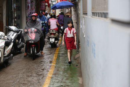 Doc dao 'tuyen duong BRT' trong ngo dau tien tai Ha Noi - Anh 11