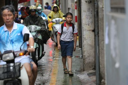 Doc dao 'tuyen duong BRT' trong ngo dau tien tai Ha Noi - Anh 3
