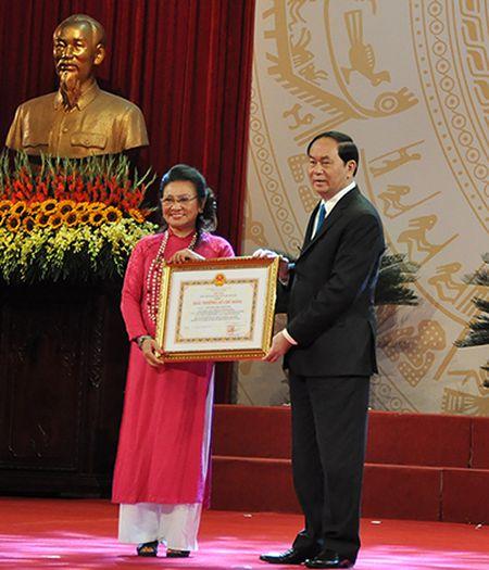 Nha tho Xuan Quynh, nhac si Doan Nho nhan giai thuong Ho Chi Minh - Anh 1