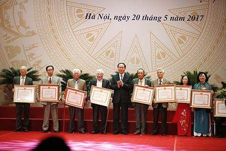 Nha tho Xuan Quynh, nhac si Doan Nho nhan giai thuong Ho Chi Minh - Anh 2