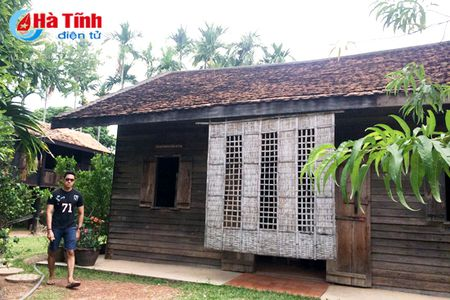 Tham Khu luu niem Bac Ho tai Nakhon Phanom - Anh 3
