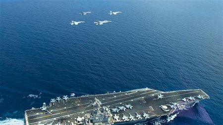 Vu Su-30 danh chan may bay My: Trung Quoc lan dau len tieng - Anh 1