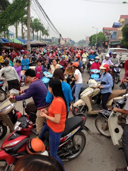 Vu hang tram cong nhan dinh cong duoi mua o Bac Giang: Nguyen vong cua nguoi lao dong da duoc dap ung - Anh 4