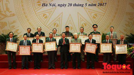 Trang trong le trao Giai thuong Ho Chi Minh, Giai thuong Nha nuoc ve Van hoc nghe thuat - Anh 4