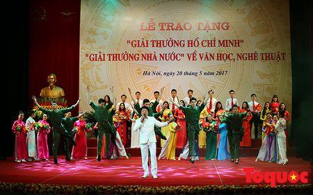 Trang trong le trao Giai thuong Ho Chi Minh, Giai thuong Nha nuoc ve Van hoc nghe thuat - Anh 7
