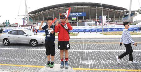 U20 Han Quoc vs U20 Guinea (0-0, H1): Fan nu lam nong khan dai - Anh 1