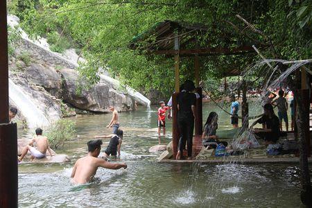 Hang loat khu du lich khong phep 'moc' o nui Hai Van - Anh 3
