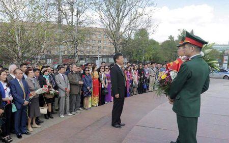 Ky niem 127 nam ngay sinh Chu tich Ho Chi Minh tai Nga va Ukraine - Anh 1