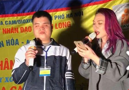 My Tam coi ao chieu long khan gia khi song ca 'Sau tim thiep hong' - Anh 4