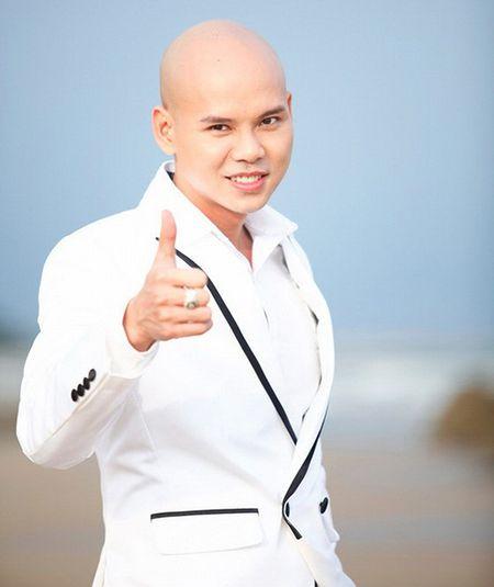 Ca si Phan Dinh Tung bi to co thai do doi xu thieu ton trong dan em - Anh 2