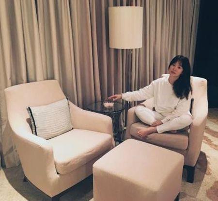 Song Hye Kyo noi ve tin hen ho qua dem voi phi cong tre - Anh 4