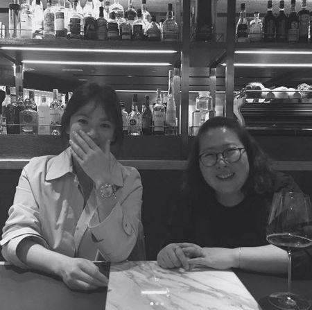 Song Hye Kyo noi ve tin hen ho qua dem voi phi cong tre - Anh 5