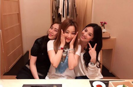 Song Hye Kyo noi ve tin hen ho qua dem voi phi cong tre - Anh 6