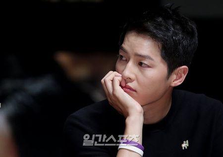 Song Hye Kyo noi ve tin hen ho qua dem voi phi cong tre - Anh 9
