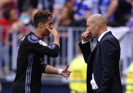 Cris Ronaldo noi gi khi Zidane nai ni anh o lai Real Madrid? - Anh 2