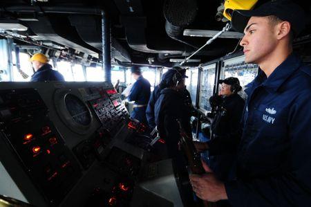 Vi sao tau khu truc USS Fitzgerald bi tong nat bet? - Anh 2