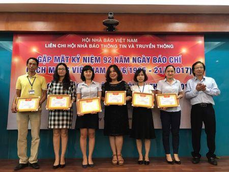 Lien chi hoi Nha bao Thong tin va Truyen thong trao giai bao chi 2016 - Anh 2