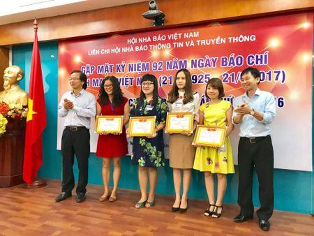 Lien chi hoi Nha bao Thong tin va Truyen thong trao giai bao chi 2016 - Anh 3