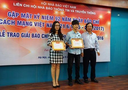 Lien chi hoi Nha bao Thong tin va Truyen thong trao giai bao chi 2016 - Anh 4