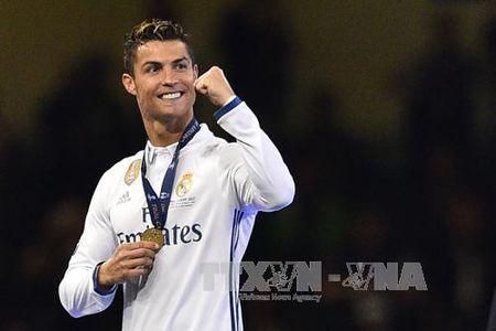 UEFA lap them nhieu giai thuong ton vinh ca nhan - Anh 1