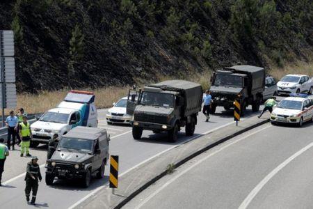 Bo Dao Nha: Lua chay rung trum kin doan xe so tan, 62 nguoi chet trong o to - Anh 13