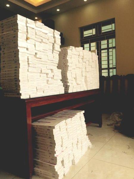 Bat o to khach van chuyen gan 6.000 bao thuoc la lau ra Hai Phong tieu thu - Anh 1