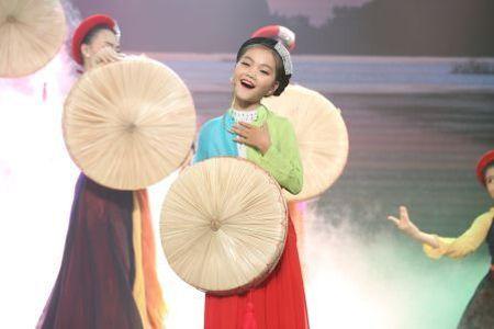 Hien tuong 'dan ca nhi' Nghi Dinh lan dau do giong Khanh An, Kim Chi trong nhac hoi que huong - Anh 1