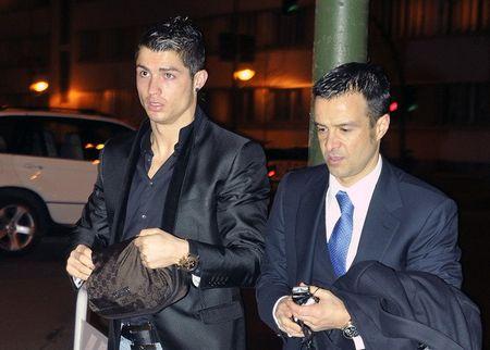 Ronaldo nhan 'sieu co' Mendes: Hay lam moi thu co the - Anh 1