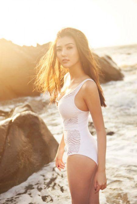 Hoa hau Ngoc Duyen mac bikini goi cam tren bien Vung Tau - Anh 1