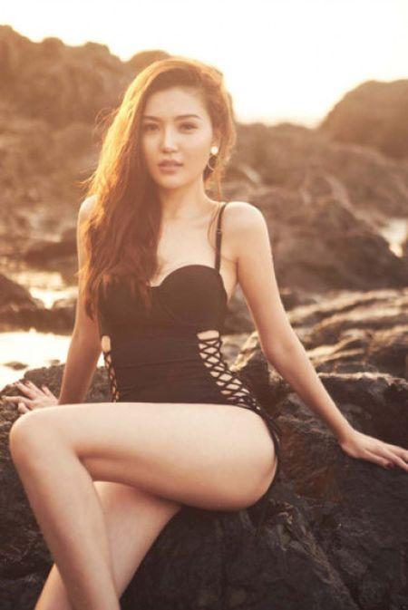 Hoa hau Ngoc Duyen mac bikini goi cam tren bien Vung Tau - Anh 7
