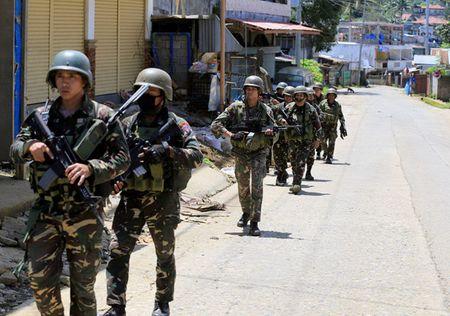 Binh si Philippines gap nguy vi mang xa hoi - Anh 1