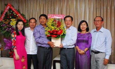 Lanh dao Thanh uy chuc mung bao Phap Luat TP.HCM - Anh 2