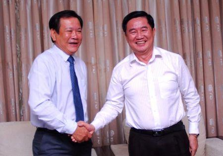 Lanh dao Thanh uy chuc mung bao Phap Luat TP.HCM - Anh 3