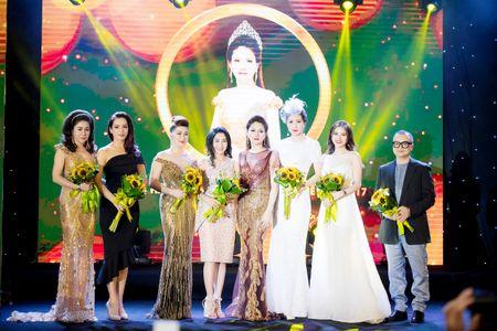 Dan nguoi dep tu hoi chuc mung Hoa hau Doanh nhan Viet Nam The gioi - Anh 4