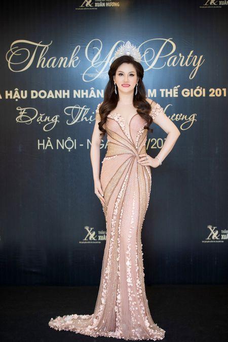 Dan nguoi dep tu hoi chuc mung Hoa hau Doanh nhan Viet Nam The gioi - Anh 5